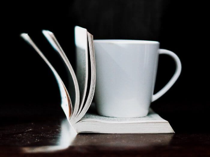 tasse et livre